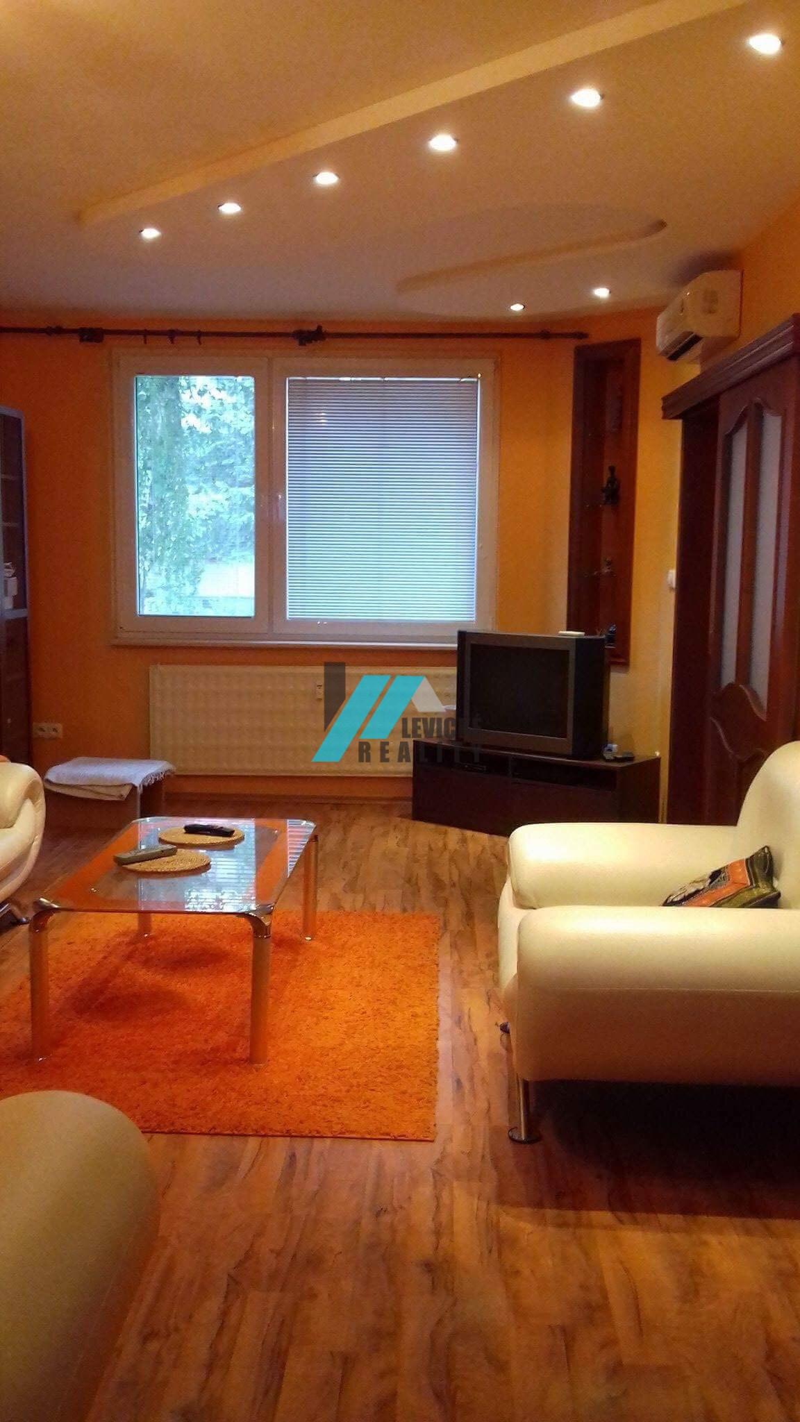 Ponúkam na predaj krásny 3 izbový byt po kompletnej rekonštrukcií.