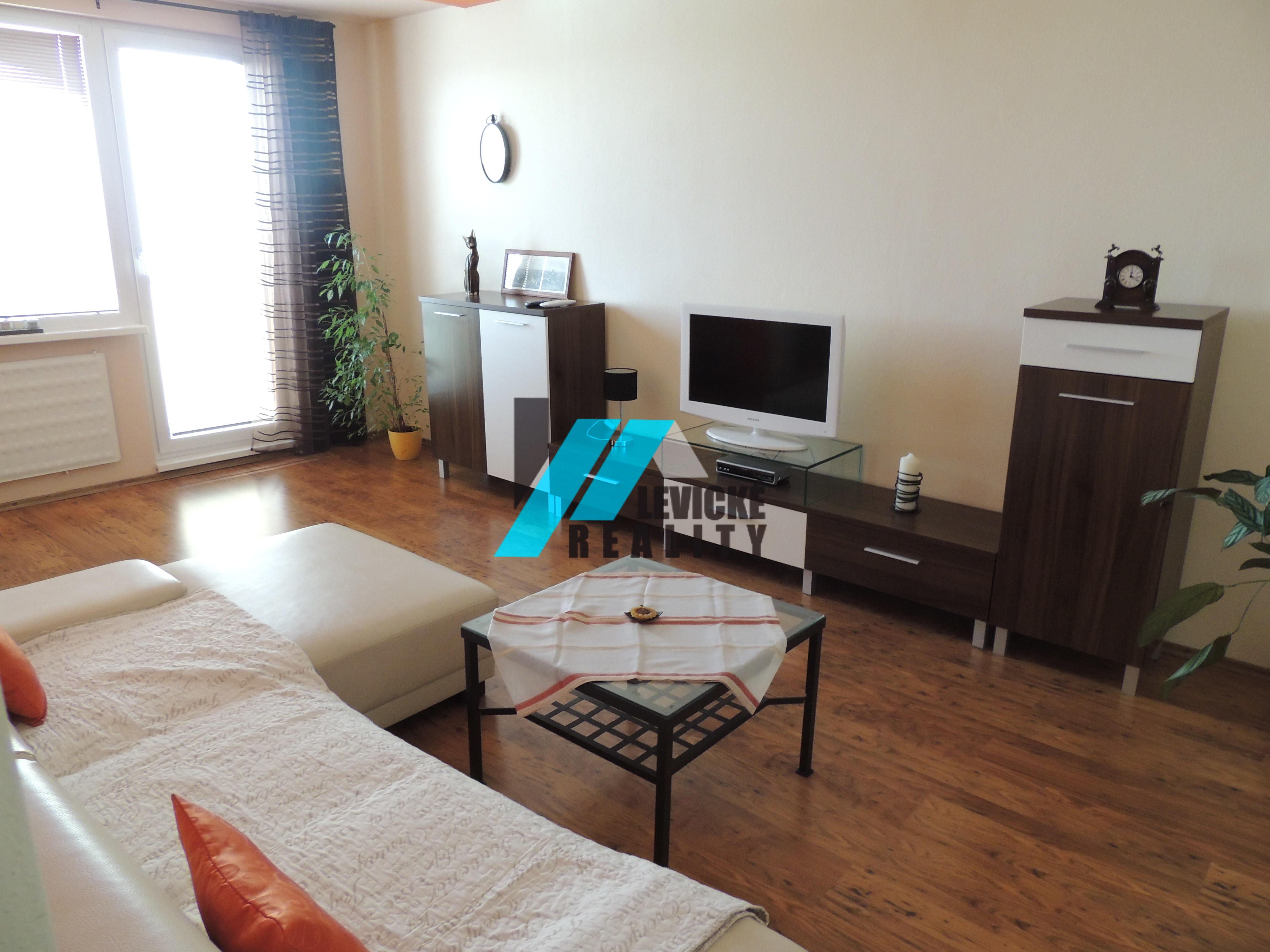 Ponúkam do prenájmu 2 izbový byt v centre mesta Levice.