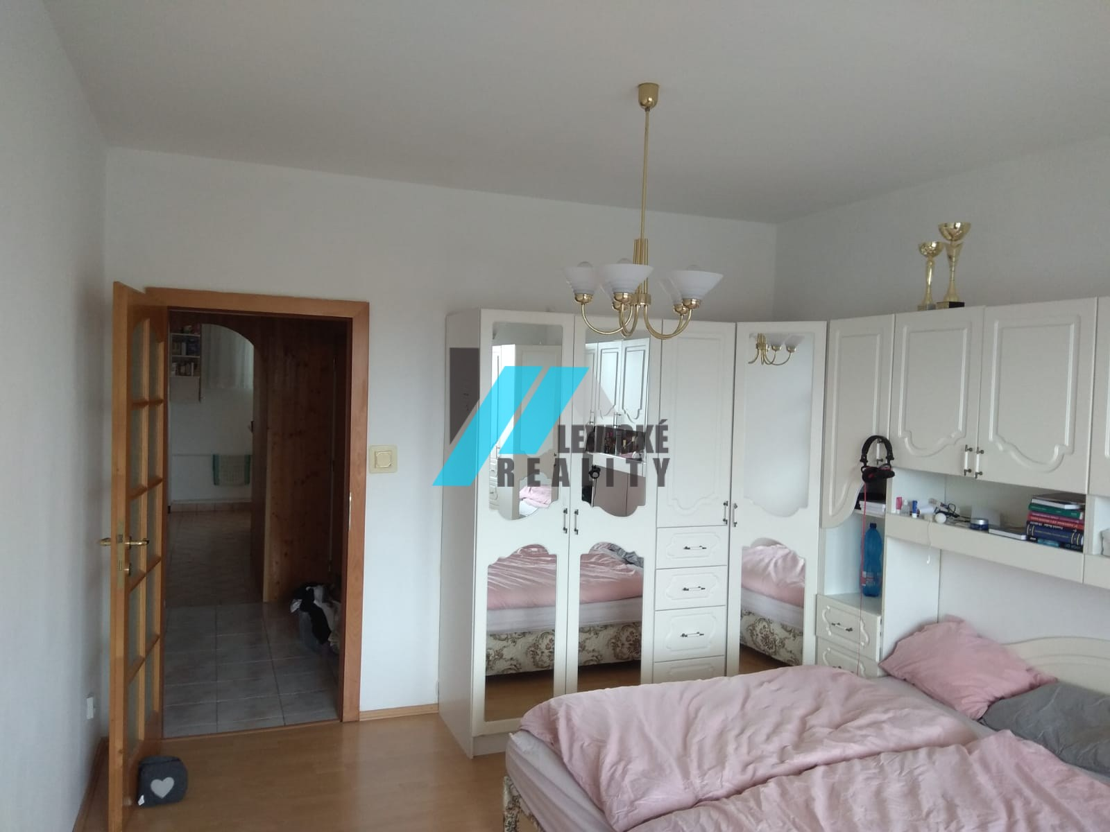 Ponúkam do prenájmu 4 izbový byt na ulici Kpt. J.Nálepku.