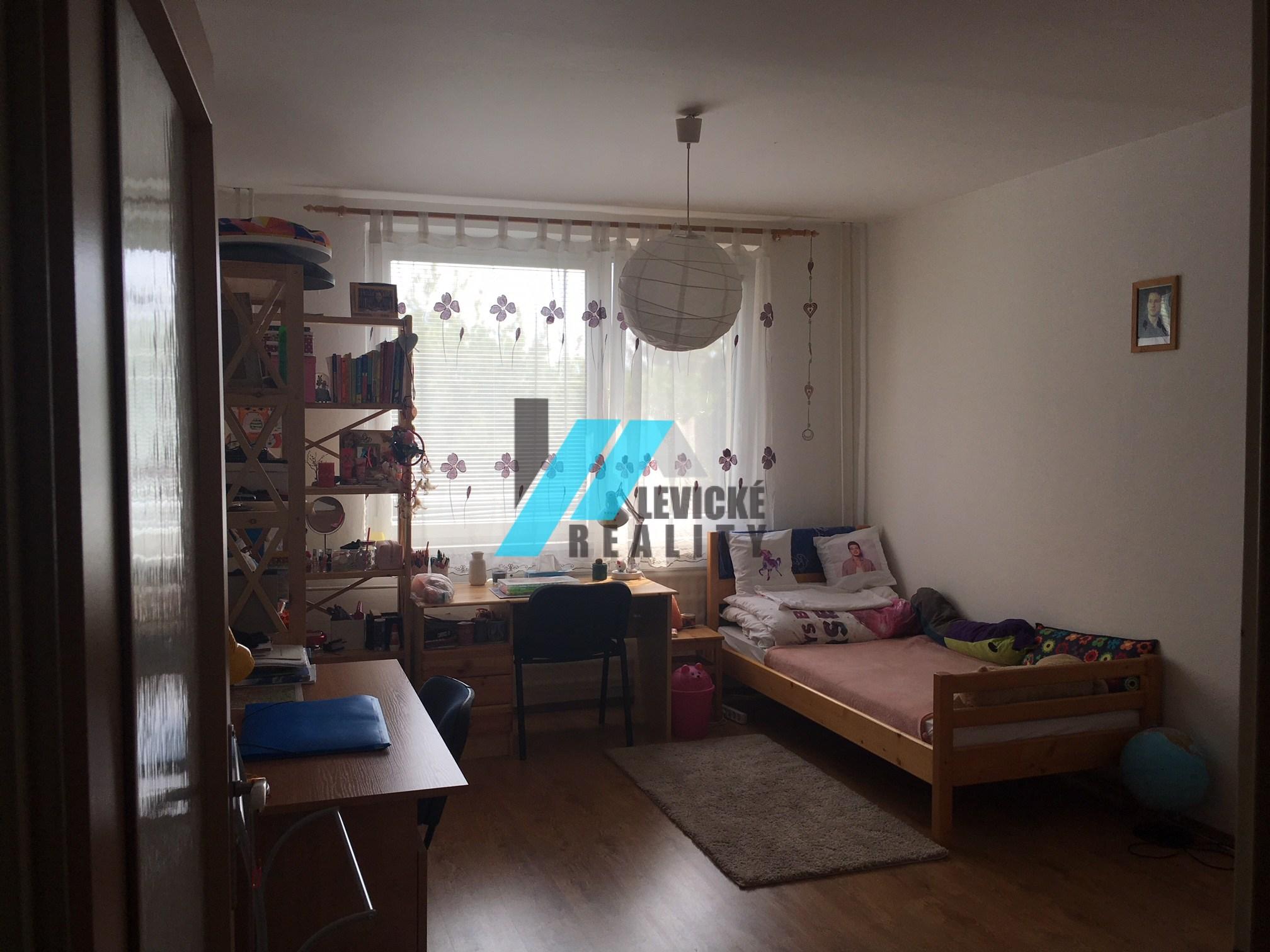 Ponúkam na predaj 2 izbový byt v centre mesta Levice.