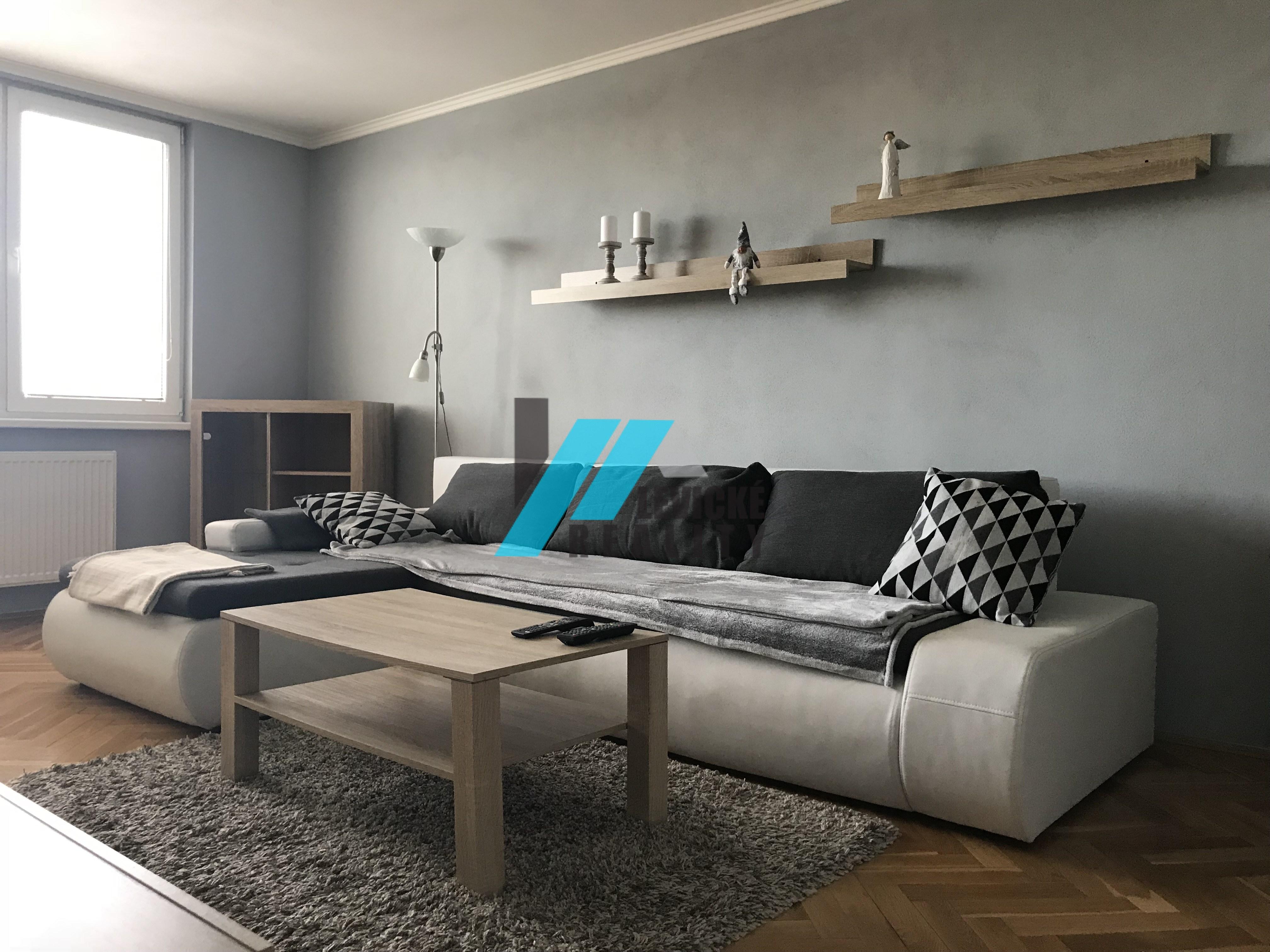 Ponúkam do prenájmu krásny 2 izbový byt v centre mesta Levice.