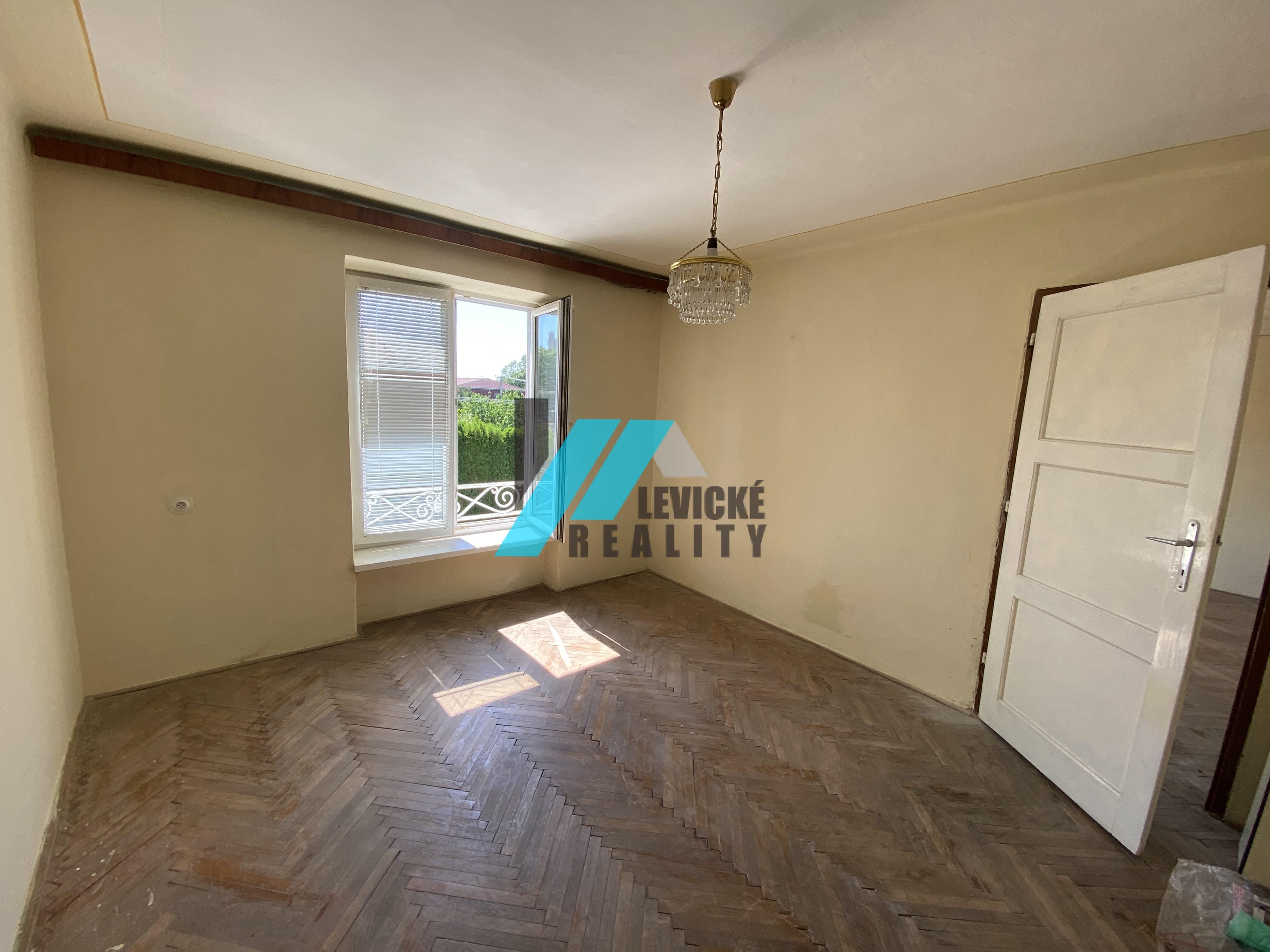 Exkluzívne iba u nás, ponúkame na predaj 2 izb byt v centre mesta Levice.