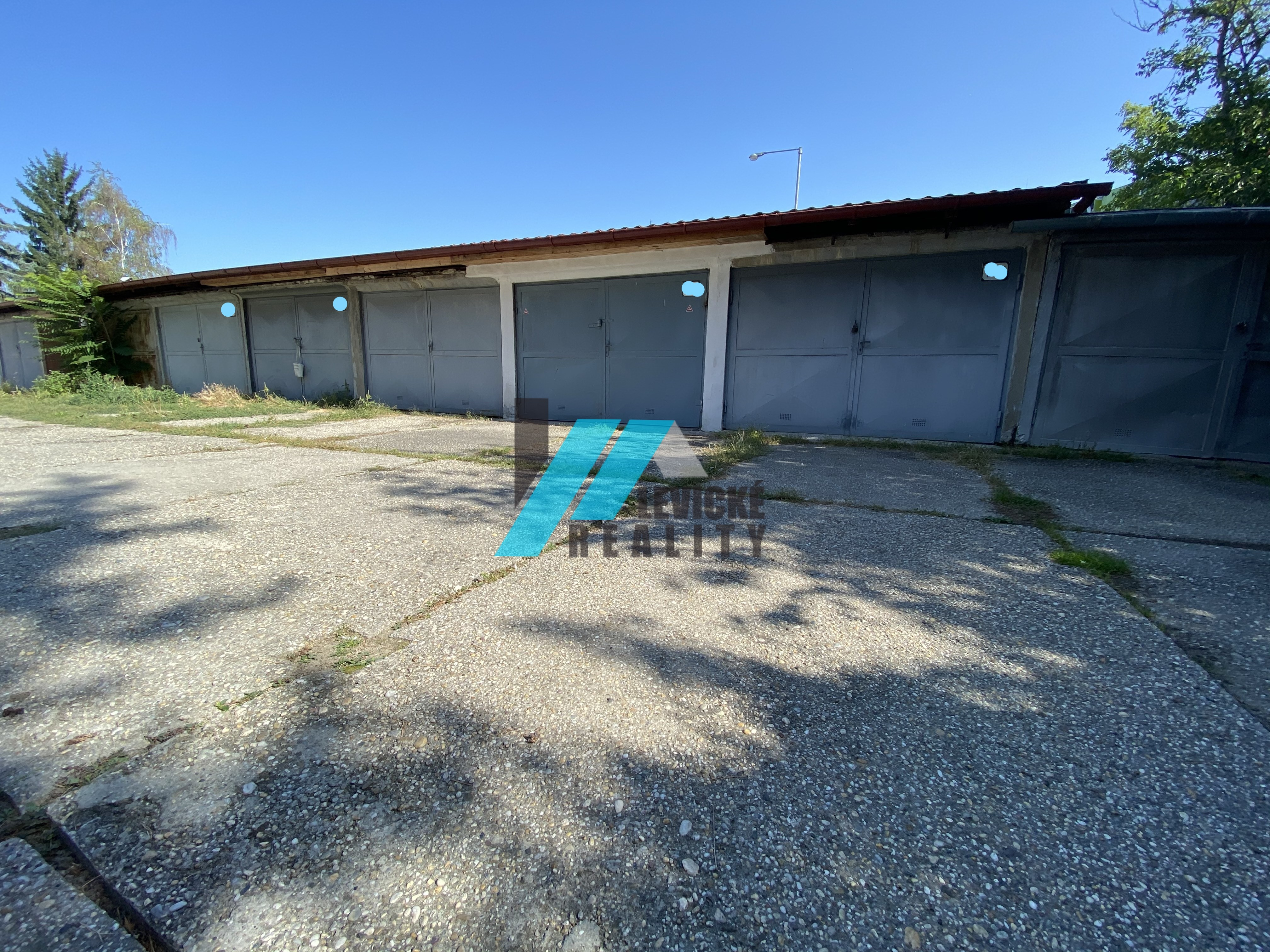 Ponúkam Vám na predaj murovanú garáž v centre mesta Levice.