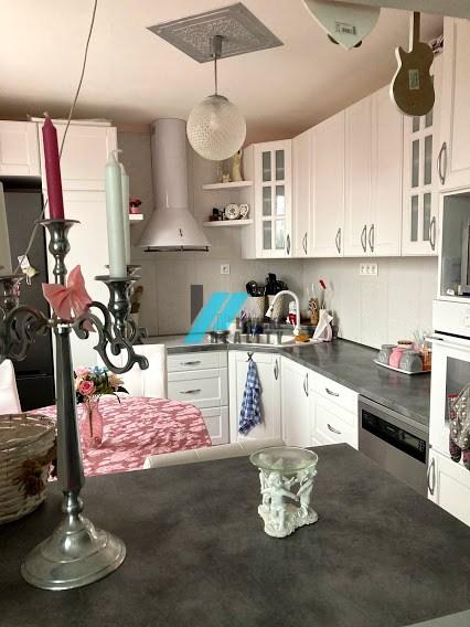 Ponúkam na predaj krásny 3 izbový byt v Leviciach.