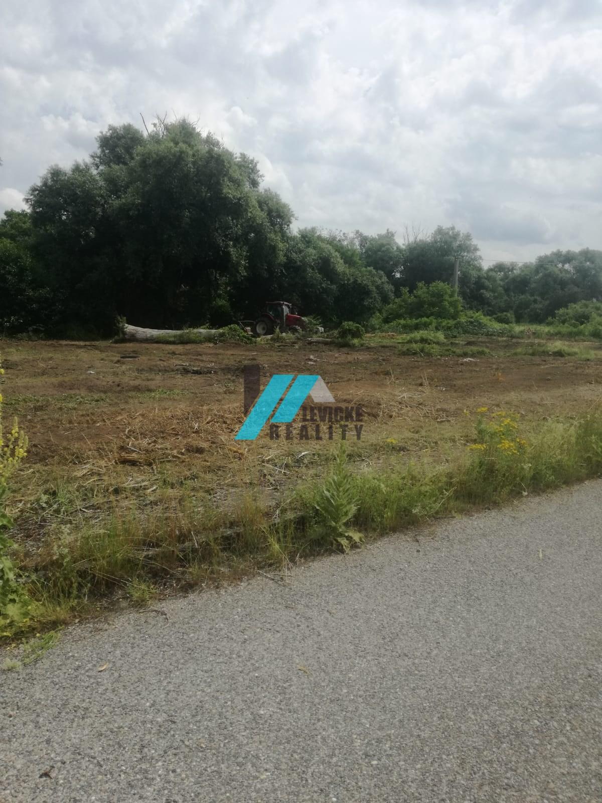 Ponúkam na predaj 4 pozemky pre výstavbu rodinných domov.