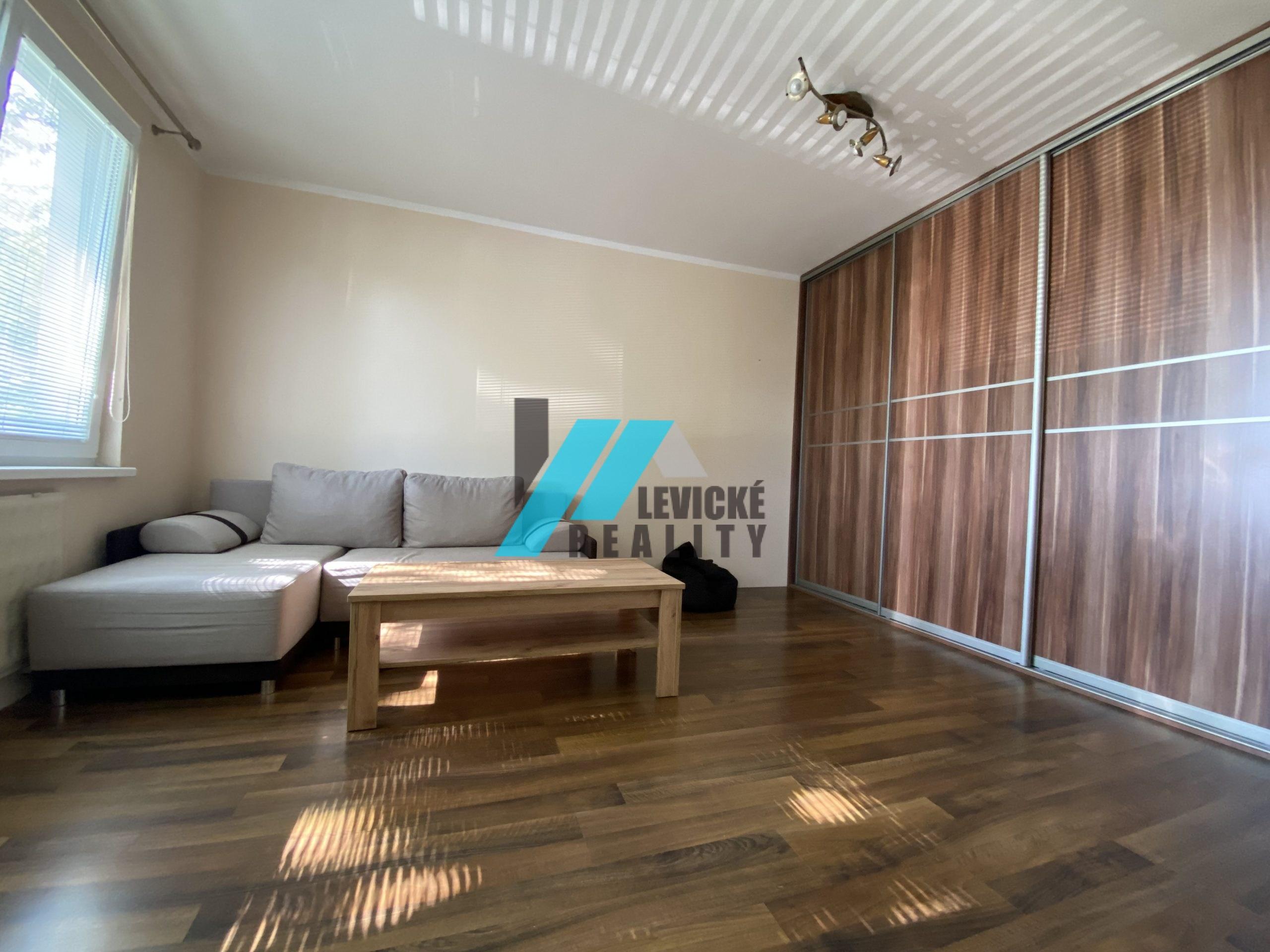 Ponúkame Vám na predaj 1 izbový byt v Tlmačoch.