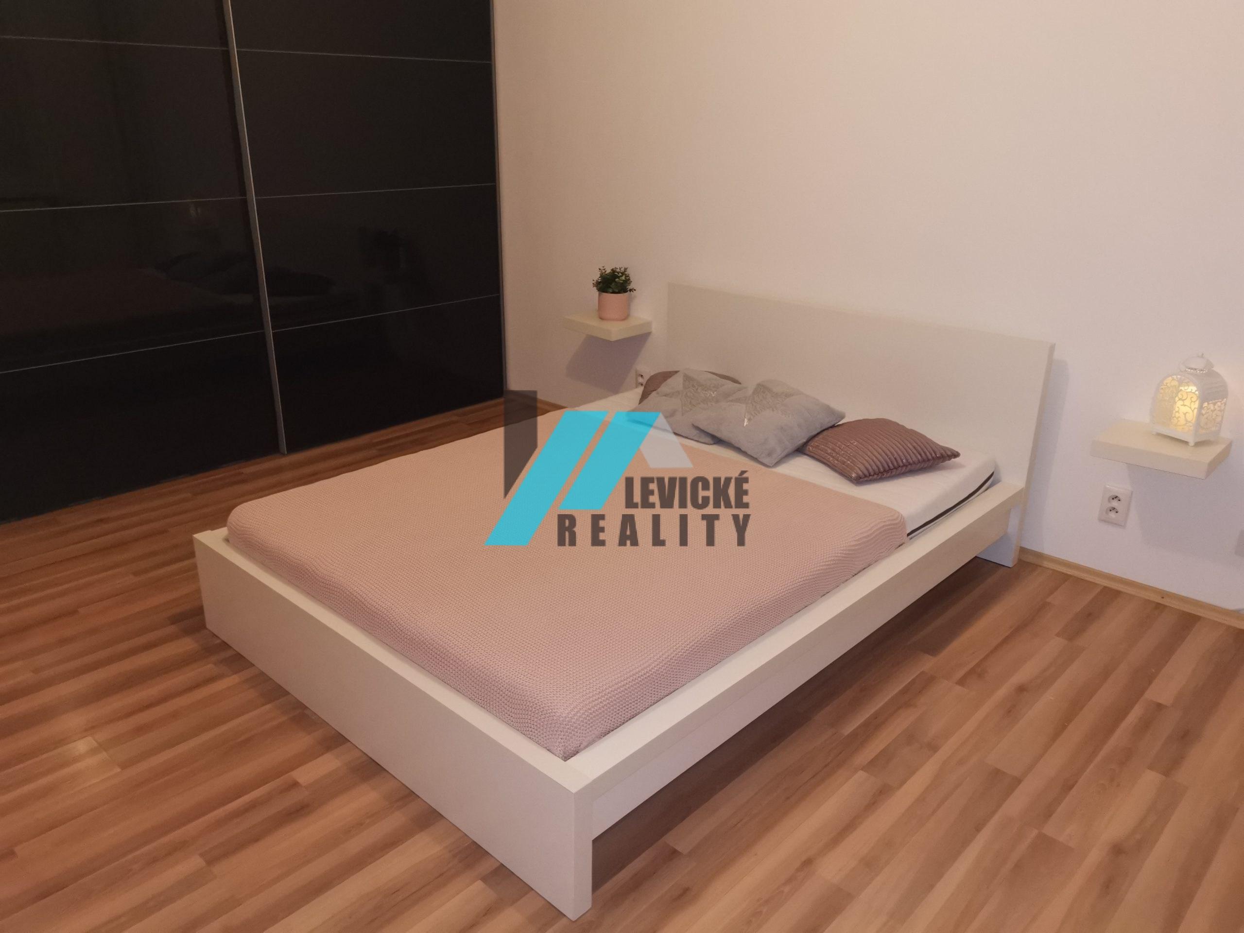 Exkluzívne iba u nás, ponúkam na predaj 1 izb byt v centre mesta Levice.