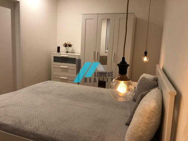 Ponúkam Vám do prenájmu 2 izbový byt na ulici Poľná.