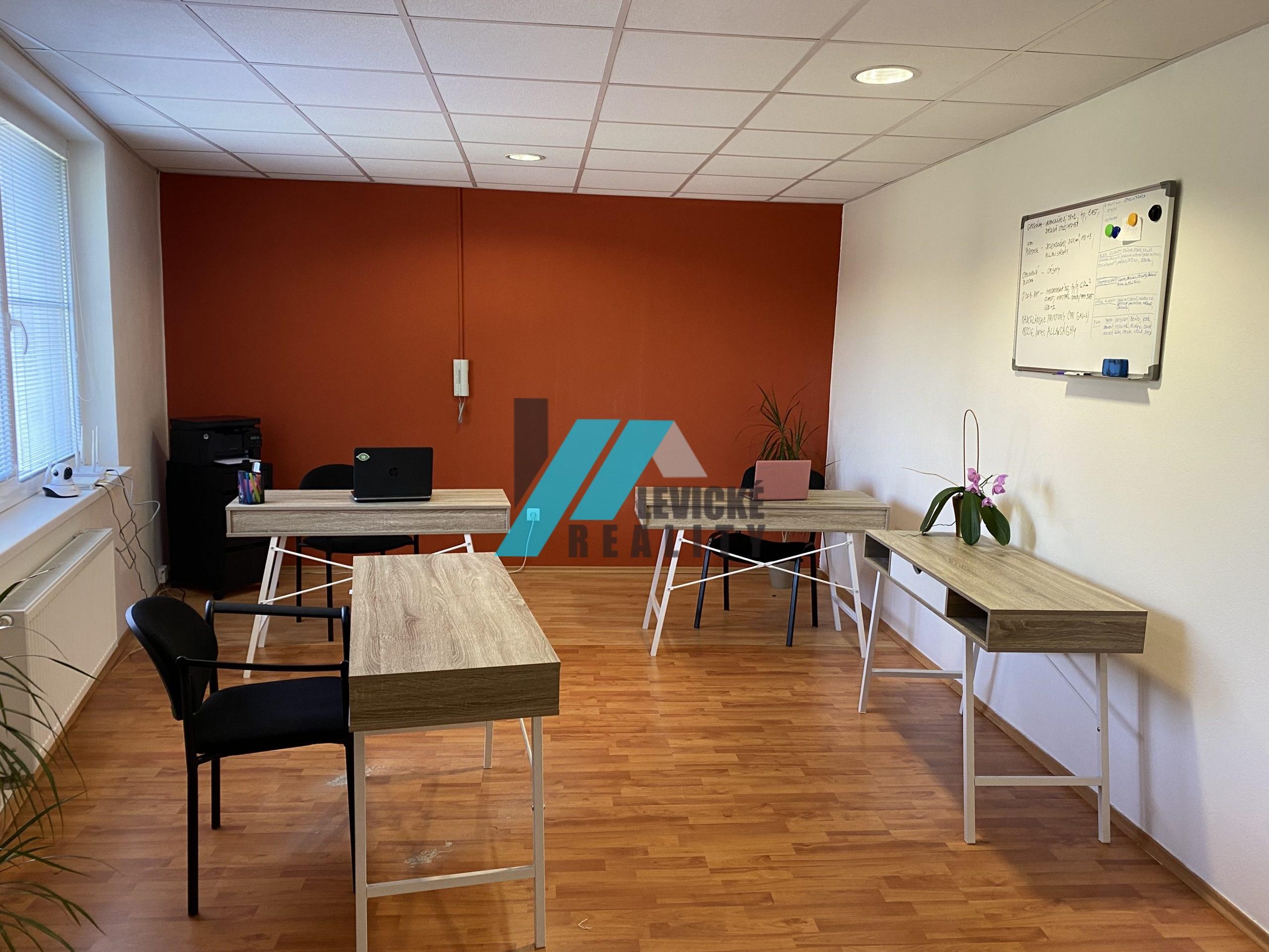ponúkam vám do prenájmu kanceláriu v centre mesta Levice.